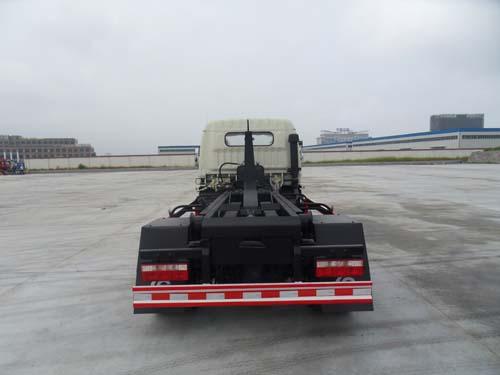 东风多利卡车厢可卸式垃圾车(6方钩臂式垃圾车)